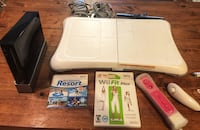 White nintendo wii console with controller and game cases Toronto, M6K 3R7