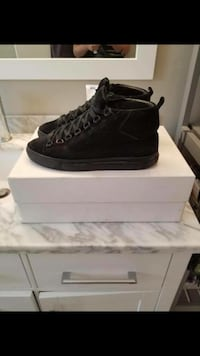 Suede balenciagas size 42 barley worn comes with receipt Vaughan, L6A 2T2