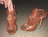 Pair of brown leather open-toe heeled sandals Mansfield, 44904