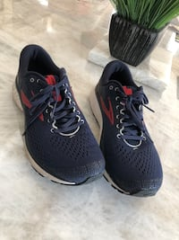 Men size 10 Brooks used a few times for 1 track season