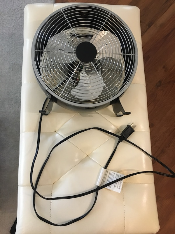 3 speed desk fan works great silver black
