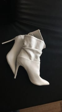 Pair of white leather heeled boots Mississauga, L5B