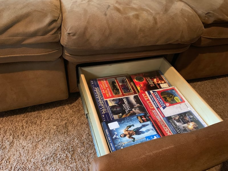 Couch d9e86f11-27dc-46aa-ab92-b26f4e8ee450