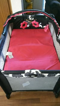 baby's red and black travel cot Las Vegas, 89119
