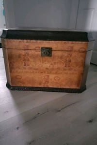 Storage chest with map design