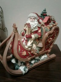 Beautifully detaild  Fitz and Floyd Damask Musical Santa's Sleigh.