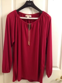 Michael kors long sleeve cutout neck top with gold chain and openings on the sides, size L. Brossard, J4Y 2J7