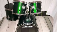 green drum shell pack with pearl tom arms Aurora, L4G 3V2