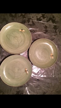 Pottery barn w/raises embossed bees. made in china. like new. no chips or cracks. salad plates. dishwasher and microwave safe. Three available. Russia, 13324