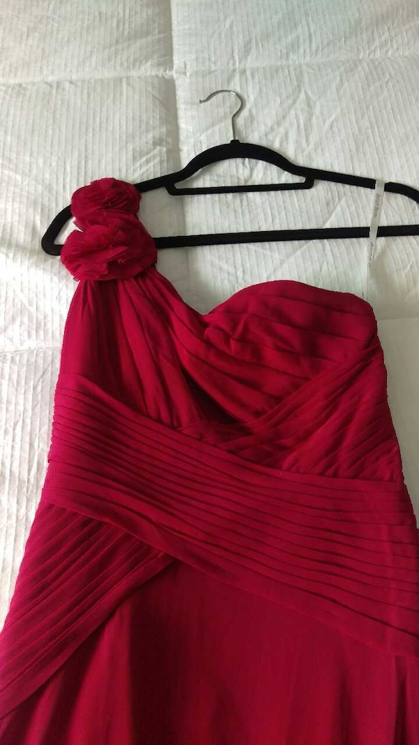 7c62cbd49a5 Used Long red gown size petite 0 for sale in Miami - letgo
