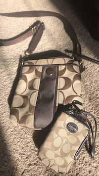 Coach purse with phone wallet Calgary, T3A 5L5