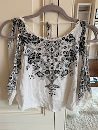 Urban outfitters white off the shoulder top Vaughan, L4H 1N4