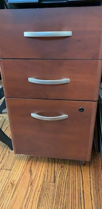 3 draw file cabinet on wheels Sea Cliff, 11579