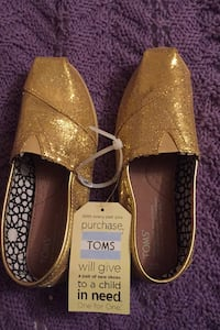 Toms gold shoes Mississauga, L4X 1B7