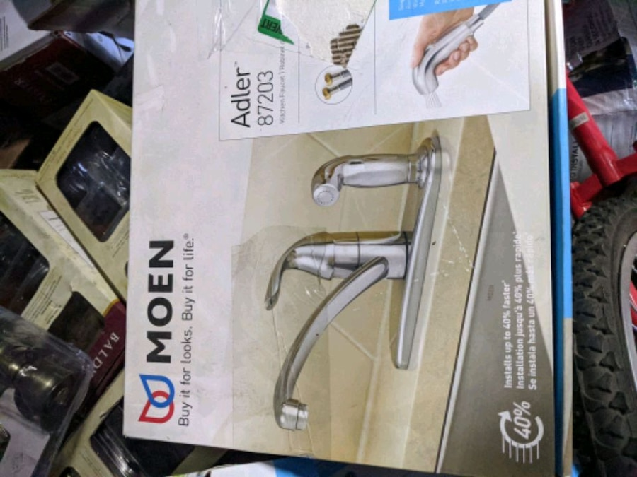 Photo MOEN (Adler) Single-Handle Low Arc Standard Kitchen Faucet with Side S