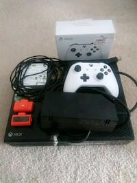 Xbox One + controller* + batteries* Aurora, 80011
