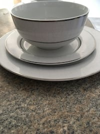 Luxuous brand new Dishes 12 pcs for 4 people 3 service impeccable Longueuil, J4J 3P4