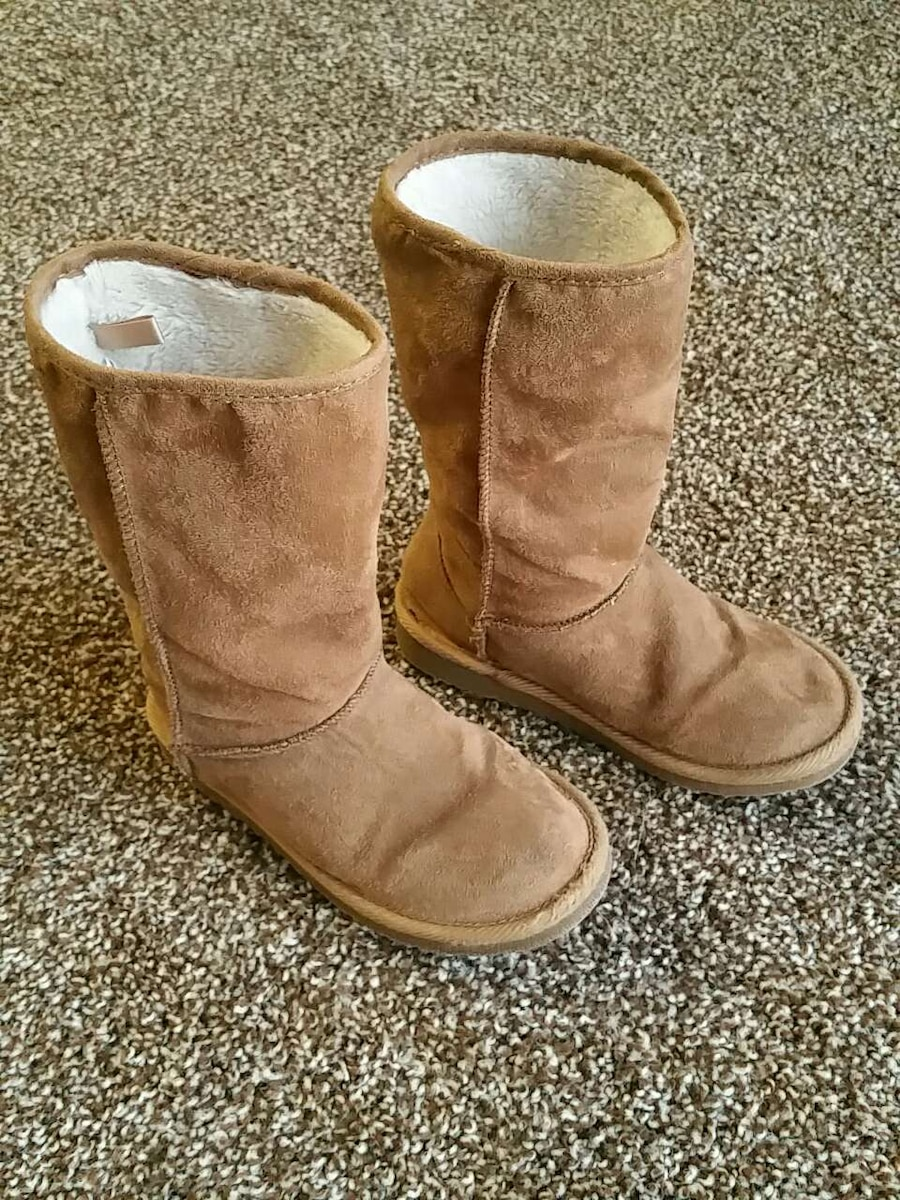 letgo - Girls boots size 13 in Somerville, AL