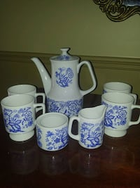 Lovely blue and white tea set with cream and sugar bowl Mississauga, L5M 7P2