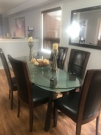 6 chairs dining table Brampton, L6P 1L9
