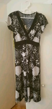 Black and white flower dress size small Toronto, M4K 2E5