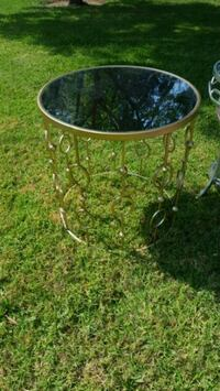 round black metal base glass top table Fairfield, 94533