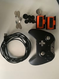 Elite Xbox controller w/all four paddles and 2 battery packs New York, 11691