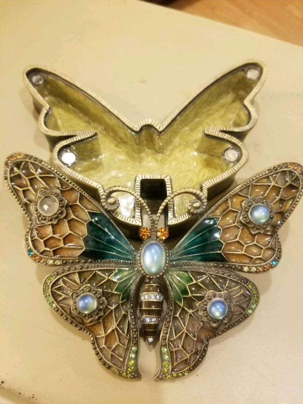 Unique butterfly metal jewel encrusted jewelry box 94bcd835-4835-477c-8381-f373c780a4c3