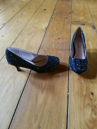 Shoes (girls size 3 1/2) Vale, 28168