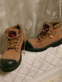 New Women's Steel toe CSA approved work boot/sz 7 Surrey, V3S 2M4