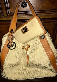Signature Michael Kors with matching wallet! Beautiful ! Hampton, 23669
