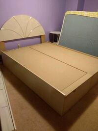 Queen Bed in excellent condition Mississauga, L5C 1C3