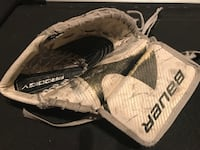 Bauer youth goalie catcher, prodigy