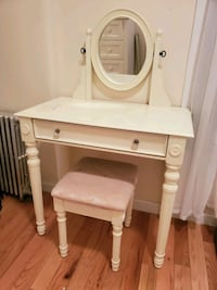 Makeup vanity table and stool New York, 10030