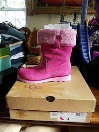 Girl uggs new still in box size 4 Frederick, 21702