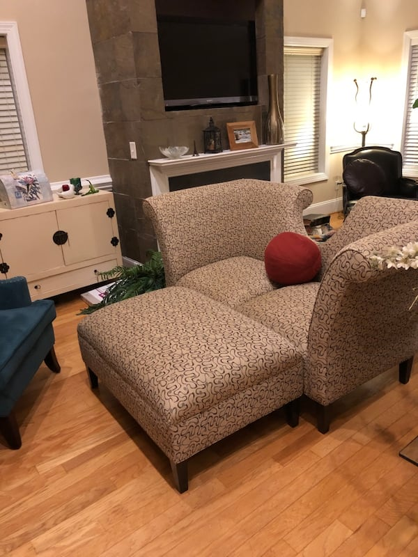 Loveseat/sofa very stylish and contemporary w/ matching ottoman $300 647261d3-6468-481a-b427-c2e22a5f51c4