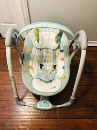 Baby's white and gray portable swing,in excellent condition.. Vaughan, L6A 3A4