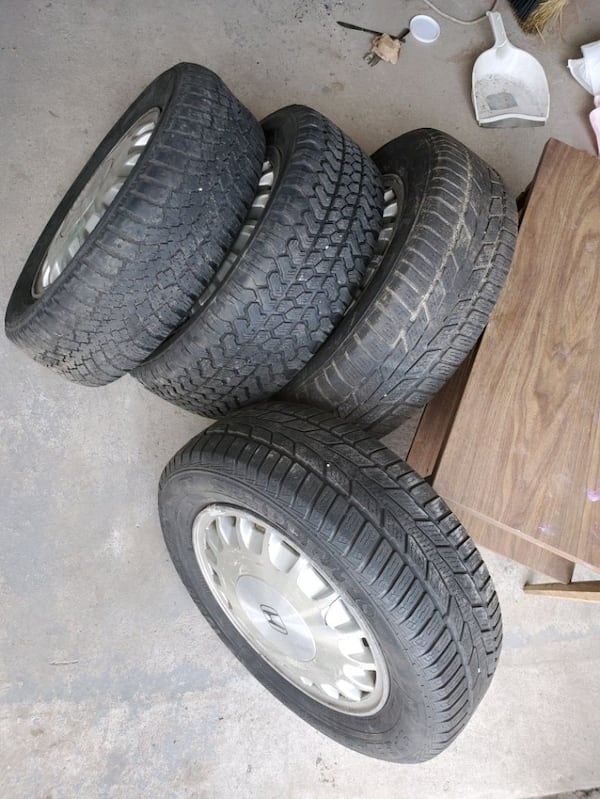 195/60/15... 4 winter tires with rims. 2 different sets 37291233-ffc9-44cb-a2b6-d980dbefa2b7