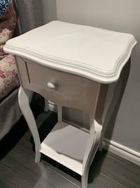 Solid wood white side table Vaughan, L4J 6G2