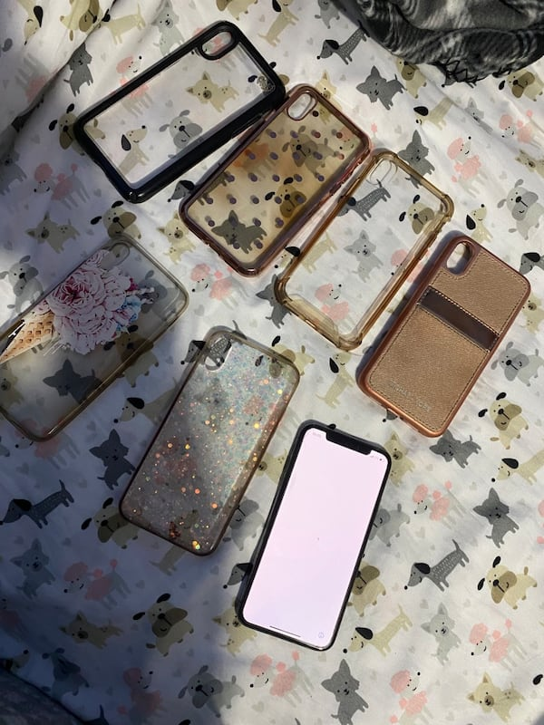 Iphone X with 6 cases 2f1614ff-c405-4526-9787-05610cac4147
