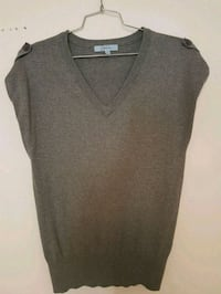 gray v-neck shirt Toronto, M2M 4B9