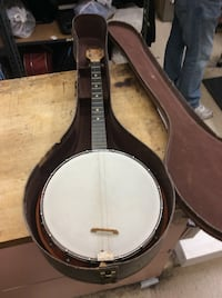 Vintage Banjo with case need new strings pre owned