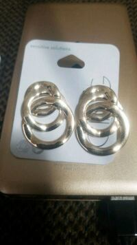 two stainless steel candle holders Kitchener, N2H 3M8