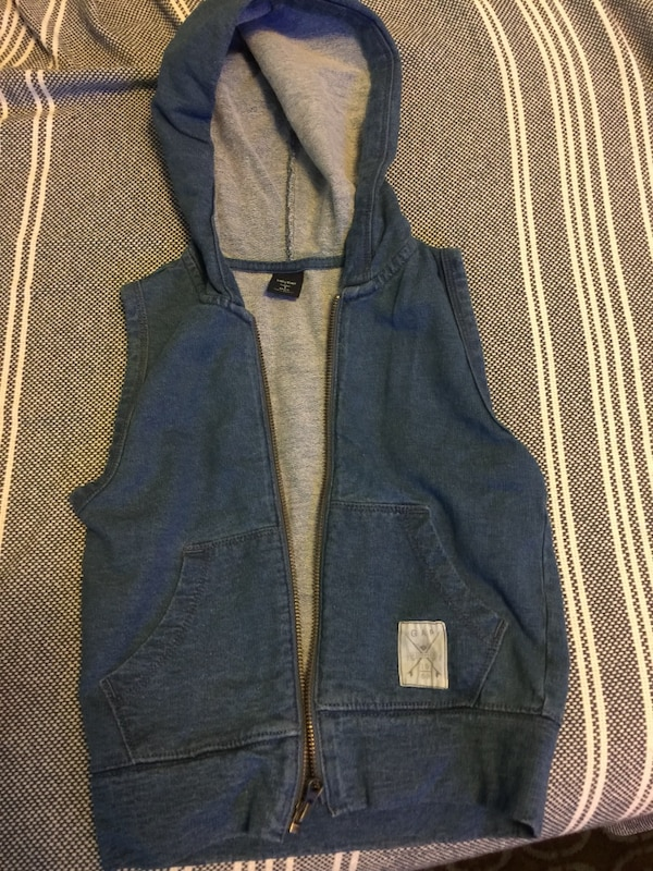 2480016c74c568 Used Sleeveless with hoodie Gap vest for sale in New York - letgo