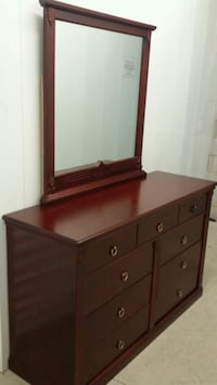 Real wood dresser with mirror ( delivery included  Toronto, M1H 2L9