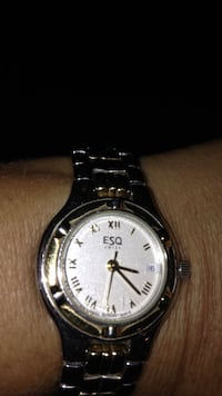 Silver link  esq round analog watch. Toronto, M5N 2G1