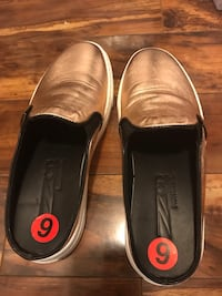 Pair of  slip-on shoes Mississauga, L5R 4H4