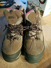 Women's snow/hiking boots, size 5, hardly used!