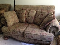 brown and red floral fabric loveseat Los Angeles, 91364