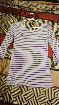 white and black striped scoop-neck elbow-sleeved shirt